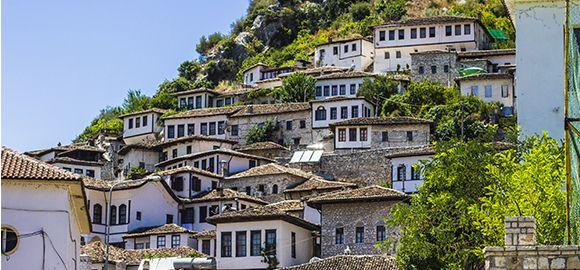 Albanija - žavingas kampelis praturtintas žalia gamta ir turtinga architektūra