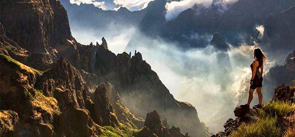 Madeira - pavasariu, gėlėmis, kalnais ir vandenynu kvepianti sala