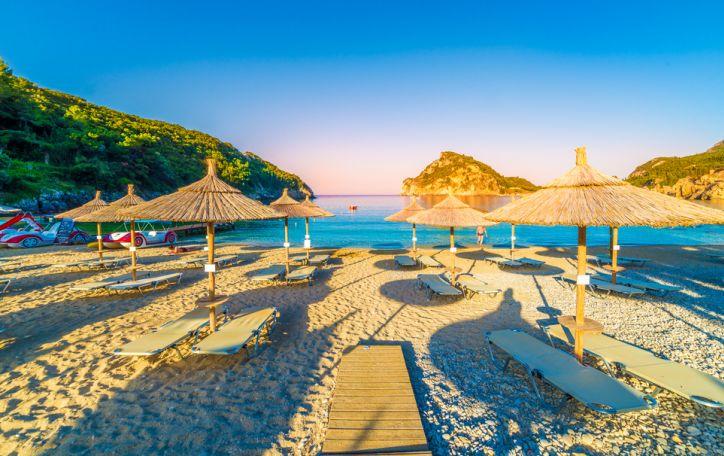 Korfu - saulės nuspalvinti kraštovaizdžiai ir skanios graikiškos gėrybės