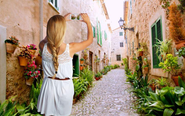 Maljorka - ruoškite spalvingiausius drabužius ir tarkite