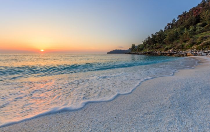 Tasas (Graikija) - pušimis apaugusi sala, kviečianti patirti nepakartojamų įspūdžių