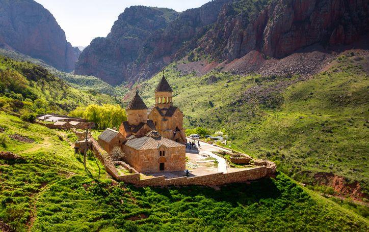 Armėnija (4n.) - atokūs vienuolynai, kalnuoti regionai ir viena seniausių virtuvių pasaulyje
