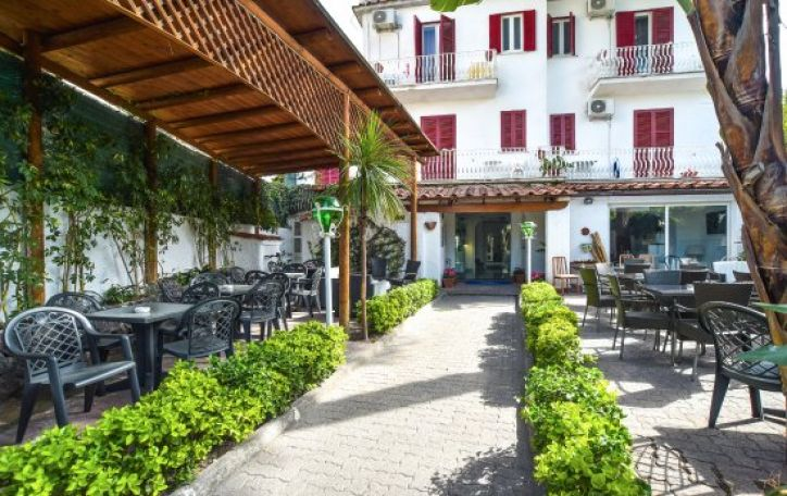 Neapolis - garuojančia pica kvepianti nuostabiosios Kampanijos sostinė