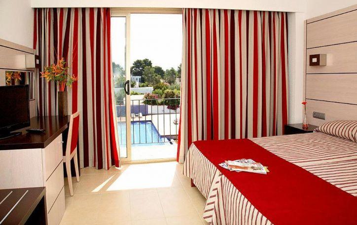 Ibiza - vasariškas šėlsmas jaunyste ir laisve kvepiančioje saloje