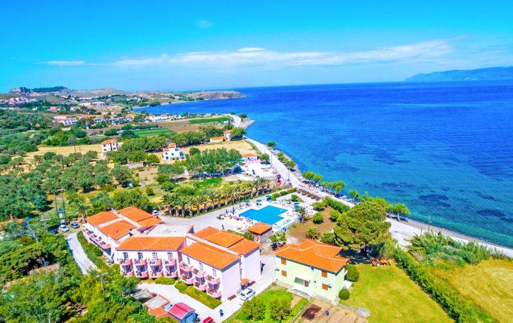 Lesbo sala - sodriai žalia, pušynais ir Viduržemio jūra dvelkianti charizma