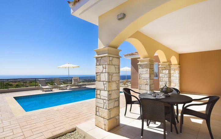 Kipras - auksaplaukės saulės dosniai apdovanota meilės deivės gimtinė