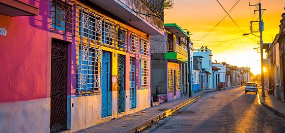 Kuba - ten, kur salsos ritmu šoka vietiniai, o gatvėmis rieda senoviniai automobiliai