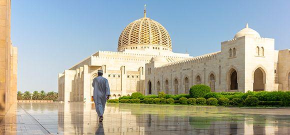 Omanas - bekraštės dykumos, gilios tradicijos ir saldus prabangos dvelksmas